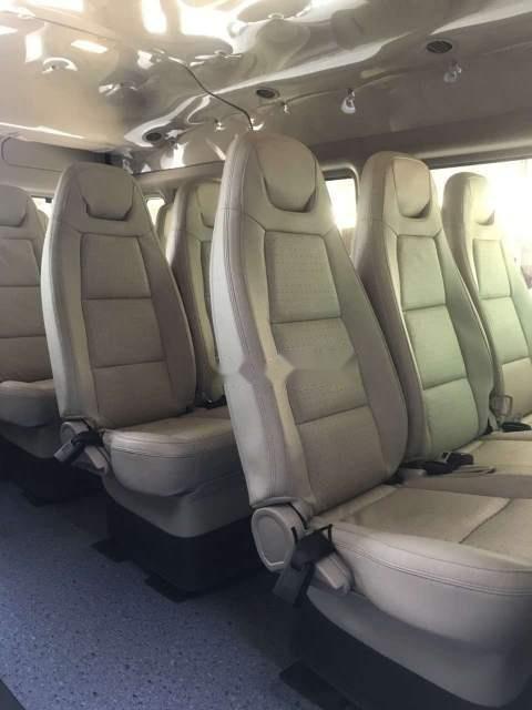 Bán Ford Transit Luxury đời 2018, màu bạc, 685 triệu (3)