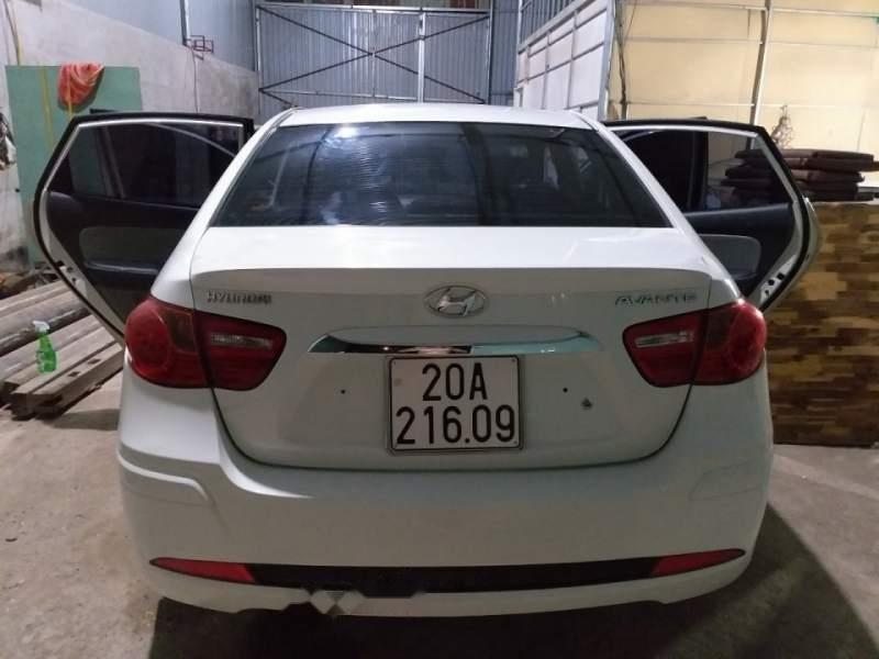 Bán Hyundai Avante đời 2011, màu trắng, đã đi 97.000 km-4