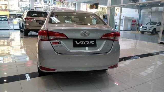 Bán xe Toyota Vios năm sản xuất 2019, màu bạc-3