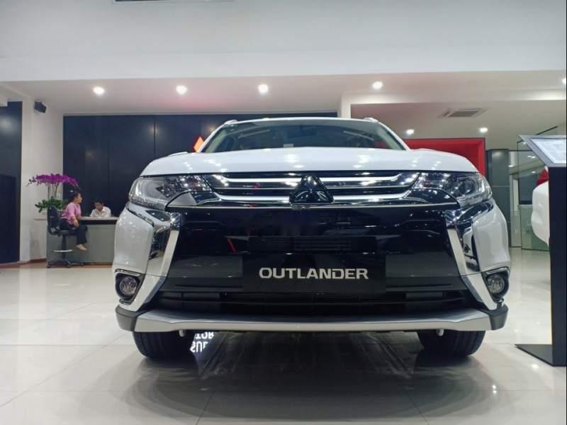Bán xe Mitsubishi Outlander đời 2019, màu trắng-4