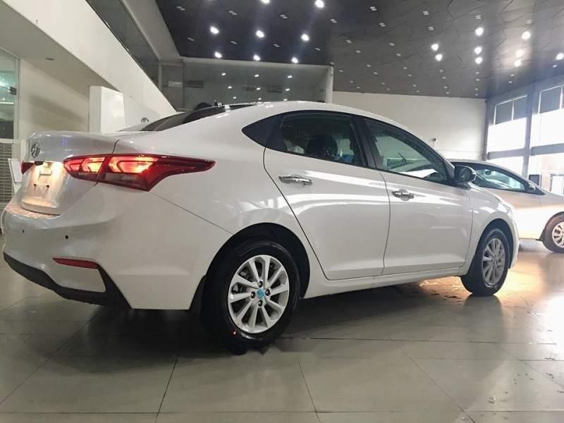 Bán xe Hyundai Accent 2019, màu trắng, 425tr (4)