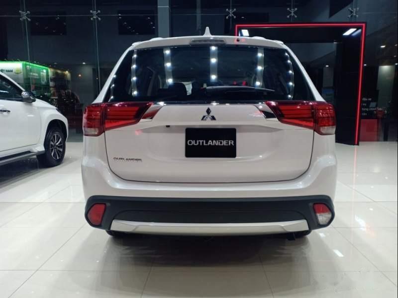 Bán xe Mitsubishi Outlander đời 2019, màu trắng-2