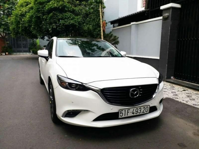 Bán xe Mazda 6 2.0 Premium đời 2017, màu trắng chính chủ-1