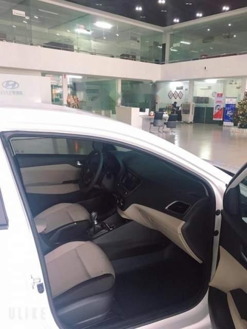 Bán xe Hyundai Accent 2019, màu trắng, 425tr (3)