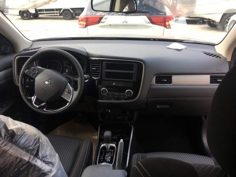 Bán xe Mitsubishi Outlander 2019, màu đen, giá tốt-5
