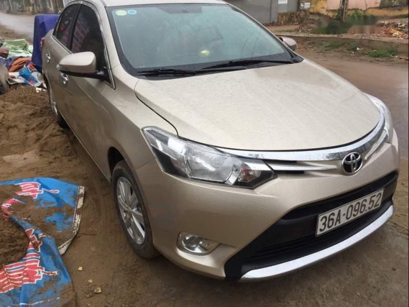 Bán xe Toyota Vios năm sản xuất 2014, màu vàng, giá tốt-0