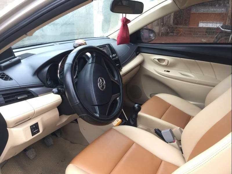 Bán xe Toyota Vios năm sản xuất 2014, màu vàng, giá tốt-2