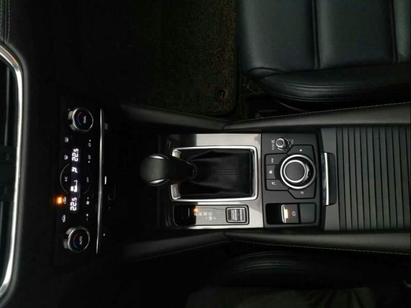 Bán xe Mazda 6 2.0 Premium đời 2017, màu trắng chính chủ (5)