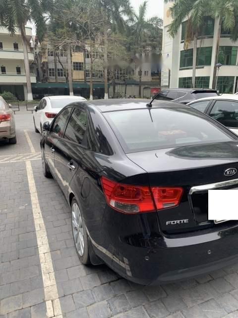 Cần bán gấp Kia Forte 2011, màu đen-3