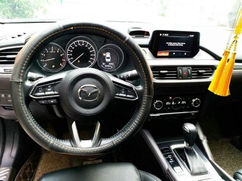Bán xe Mazda 6 2.0 Premium đời 2017, màu trắng chính chủ (6)