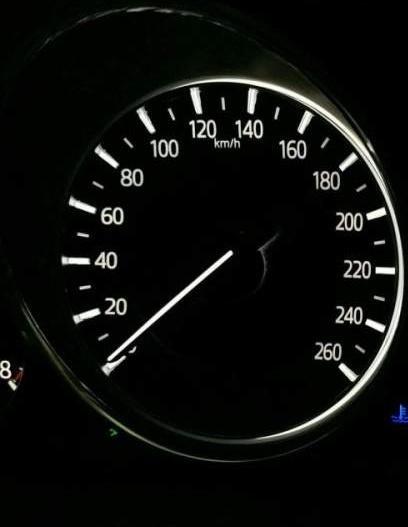 Bán xe Mazda 6 2.0 Premium đời 2017, màu trắng chính chủ (4)