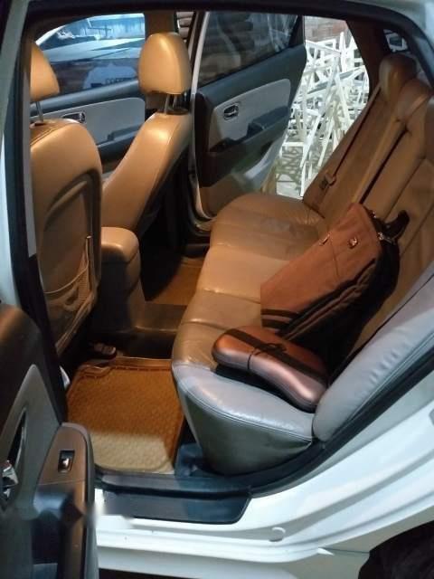 Bán Hyundai Avante đời 2011, màu trắng, đã đi 97.000 km-1
