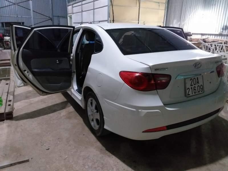 Bán Hyundai Avante đời 2011, màu trắng, đã đi 97.000 km-2