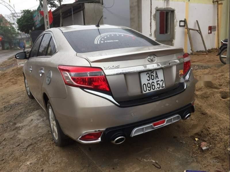 Bán xe Toyota Vios năm sản xuất 2014, màu vàng, giá tốt-1