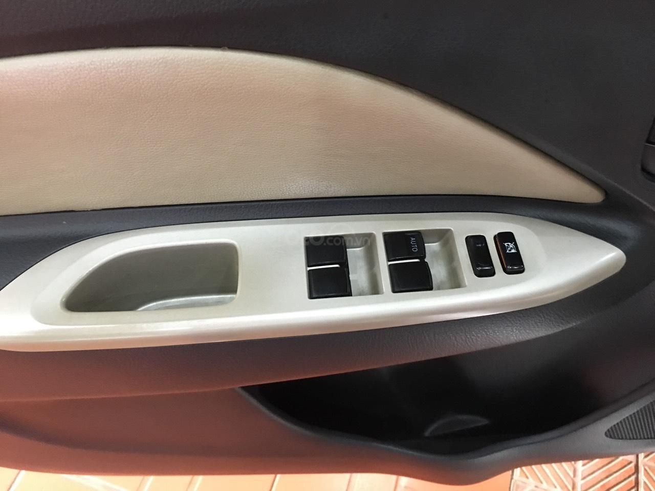 Bán Toyota Vios đời 2010, màu bạc, giá 325tr-8