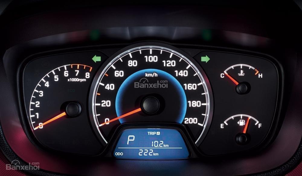 So sánh Hyundai Grand i10 2019 và Mitsubishi Attrage 2019 về đồng hồ lái 3