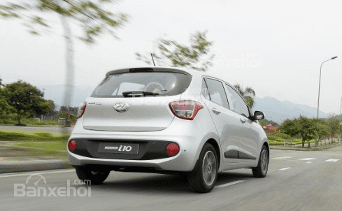 So sánh Hyundai Grand i10 2019 và Mitsubishi Attrage 2019 về đuôi xe 11