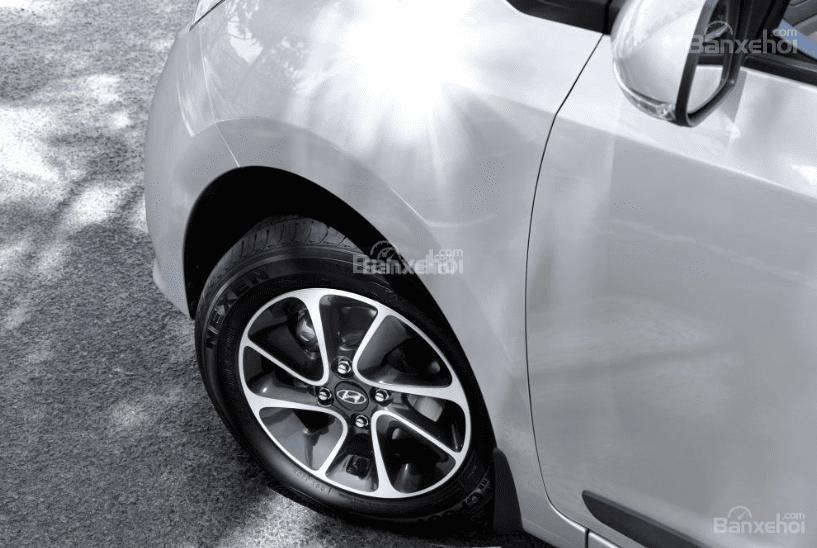 So sánh Hyundai Grand i10 2019 và Mitsubishi Attrage 2019 về đuôi xe 7