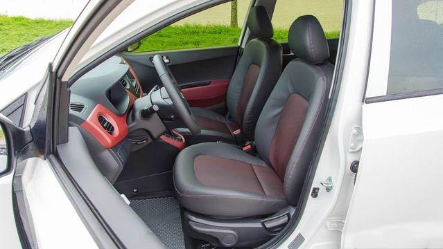 So sánh Hyundai Grand i10 2019 và Mitsubishi Attrage 2019 về ghế ngồi.