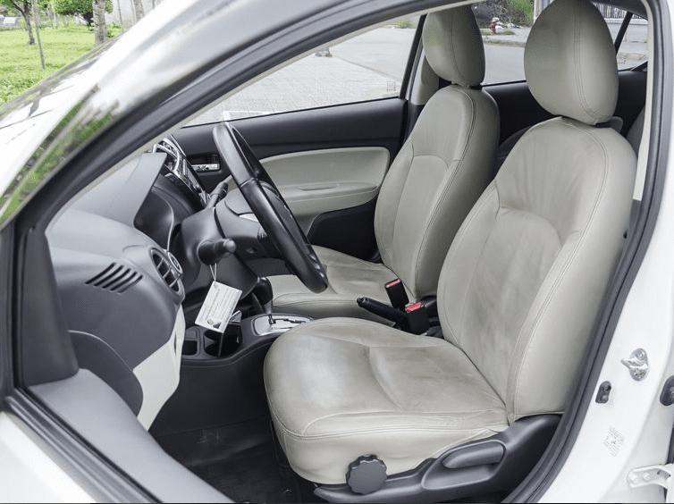 So sánh Hyundai Grand i10 2019 và Mitsubishi Attrage 2019 về ghế xe.