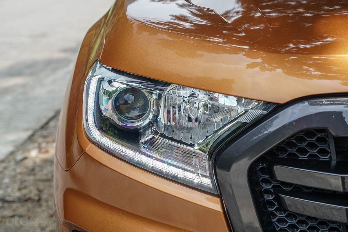 Đầu xe Ford Ranger Wildtrak 4x4 2019: Đèn pha.