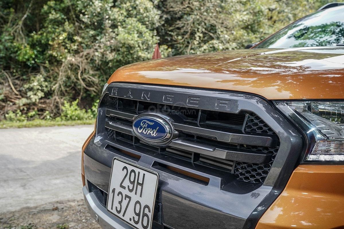 Đầu xe Ford Ranger Wildtrak 4x4 2019: Lưới tản nhiệt.
