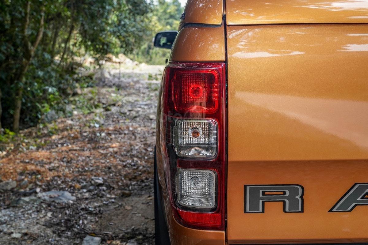 Đuôi xe Ford Ranger Wildtrak 4x4 2019: Cụm đèn hậu được tinh chỉnh lại chút ít.