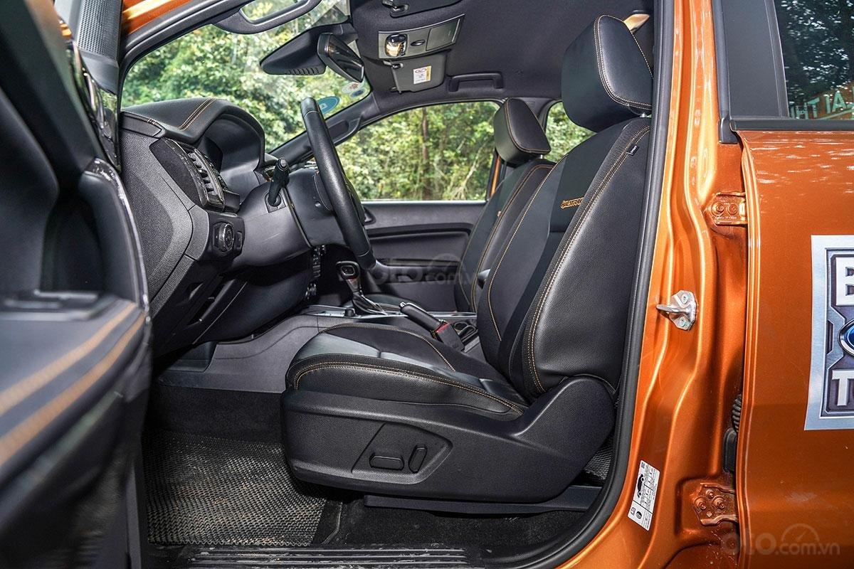 Nội thất xe Ford Ranger Wildtrak 4x4 2019: Ghế ngồi trước.