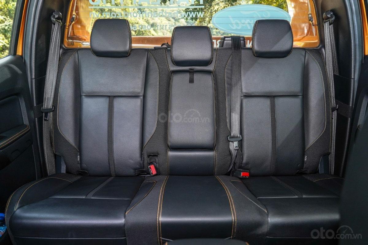 Nội thất Ford Ranger Wildtrak 4x4 2019: hàng ghế sau 2.