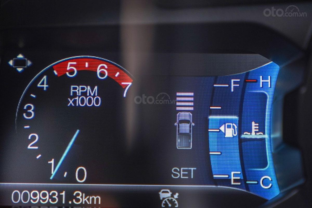 An toàn Ford Ranger Wildtrak 4x4 2019: Hỗ trợ giữa khoảng cách với xe phía trước.