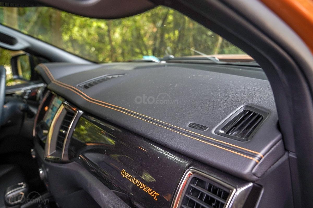 Nội thất Ford Ranger Wildtrak 4x4 2019: điểm nhấn chỉ khâu cam 1.