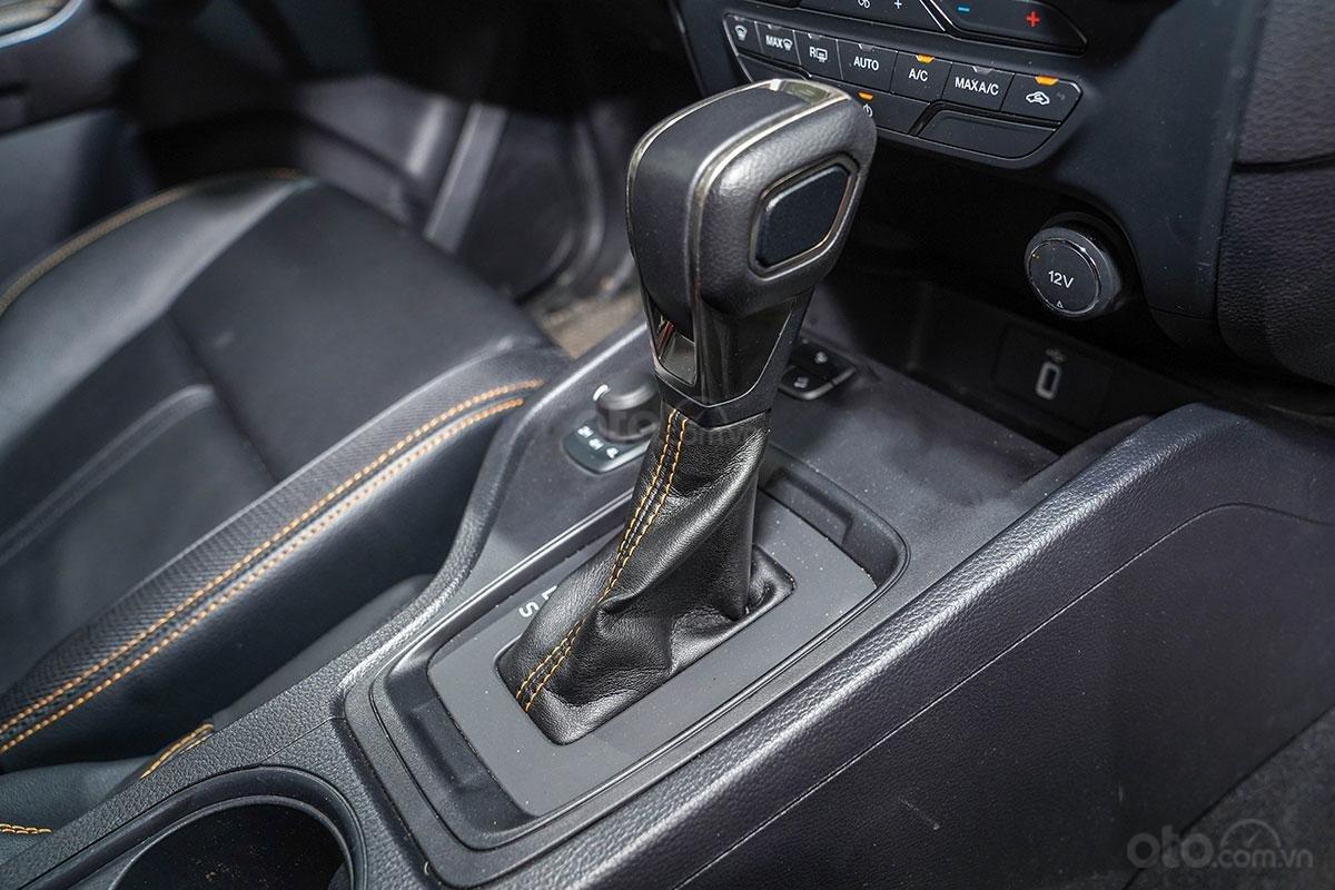 Nội thất Ford Ranger Wildtrak 4x4 2019: điểm nhấn chỉ khâu cam 7.