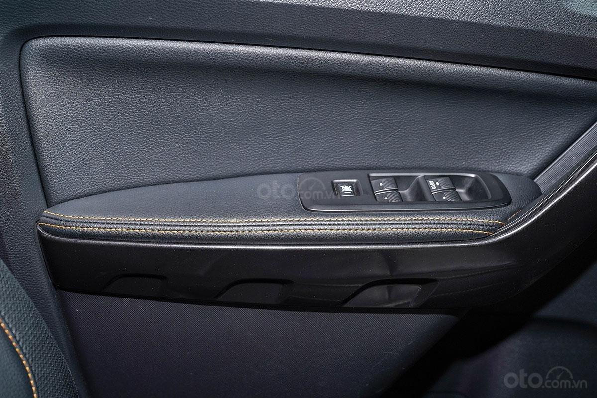 Nội thất Ford Ranger Wildtrak 4x4 2019: điểm nhấn chỉ khâu cam 3.