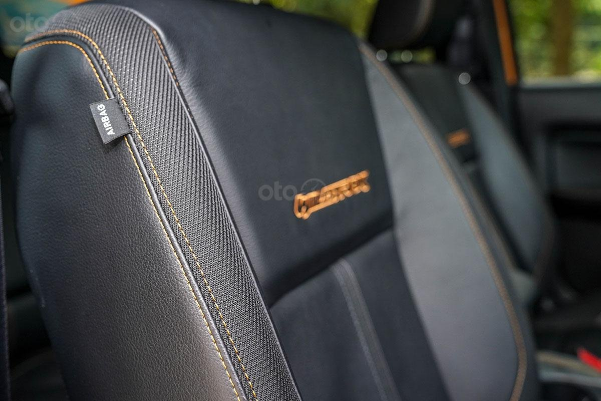 Nội thất Ford Ranger Wildtrak 4x4 2019: điểm nhấn chỉ khâu cam 2.