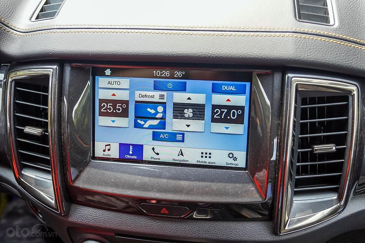 Nội thất Ford Ranger Wildtrak 4x4 2019: Màn hình trung tâm.