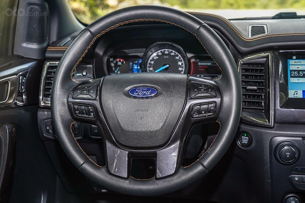 Nội thất Ford Ranger Wildtrak 4x4 2019: vô-lăng.