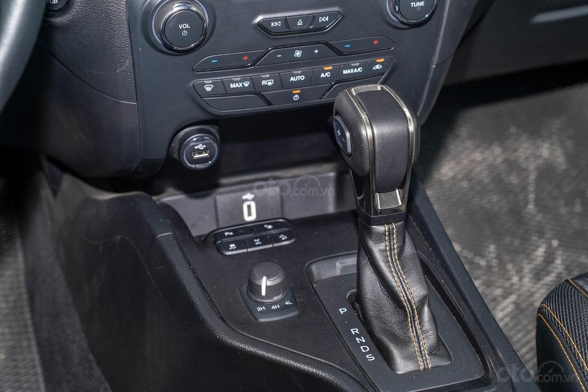 Vận hành Ford Ranger Wildtrak 4x4 2019: Hộp số 10 cấp mới.
