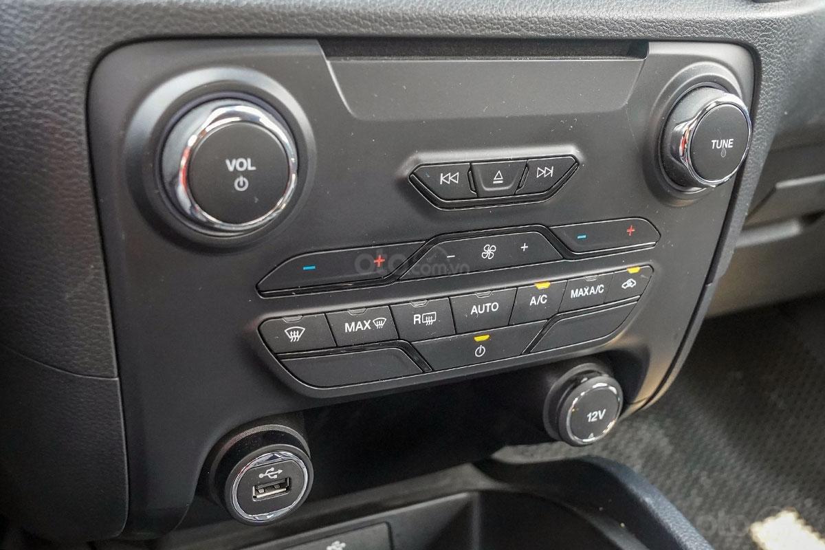 Nội thất Ford Ranger Wildtrak 4x4 2019: Điều hoà tự động 2 vùng độc lập.