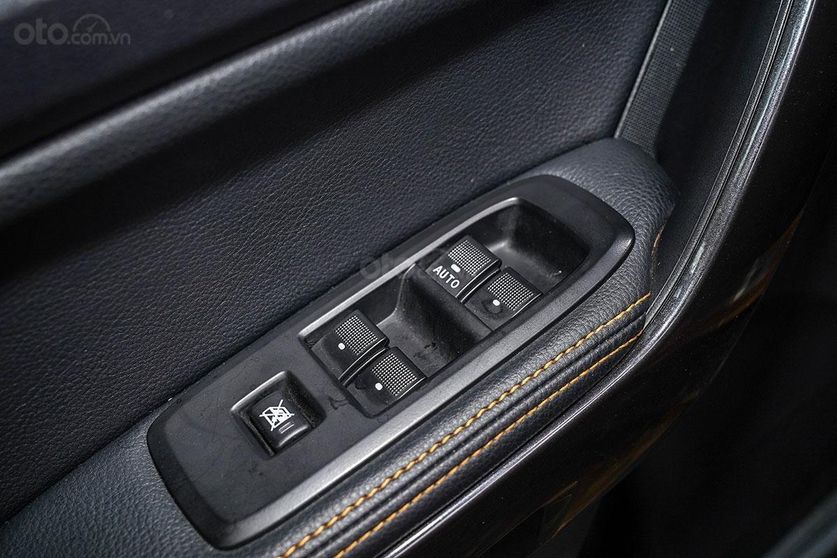 Nội thất Ford Ranger Wildtrak 4x4 2019: cửa chỉnh điện 4 khu vực.