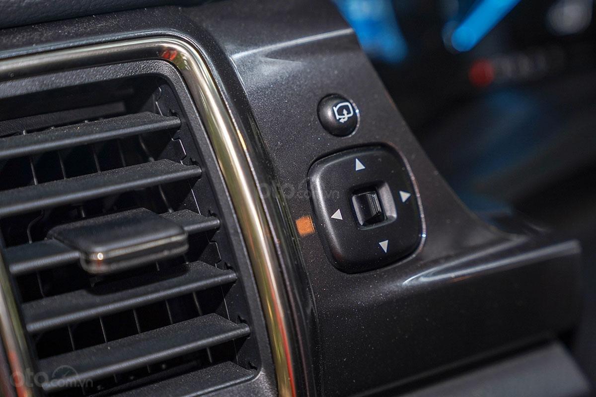 Nội thất Ford Ranger Wildtrak 4x4 2019: Gập gương điện.