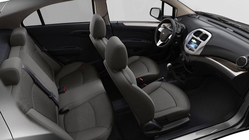 Nội thật đơn giản và tiện nghi của Chevrolet Spark 2018