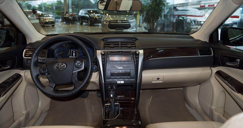 Nội thất đơn giản nhưng hiện đại trên Toyota Camry 2018