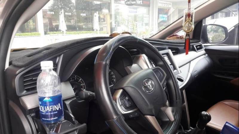 Bán Toyota Innova năm 2017, màu bạc, giá cạnh tranh-3