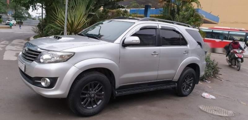 Bán xe Toyota Fortuner sản xuất năm 2016, màu bạc, nhập khẩu  -0