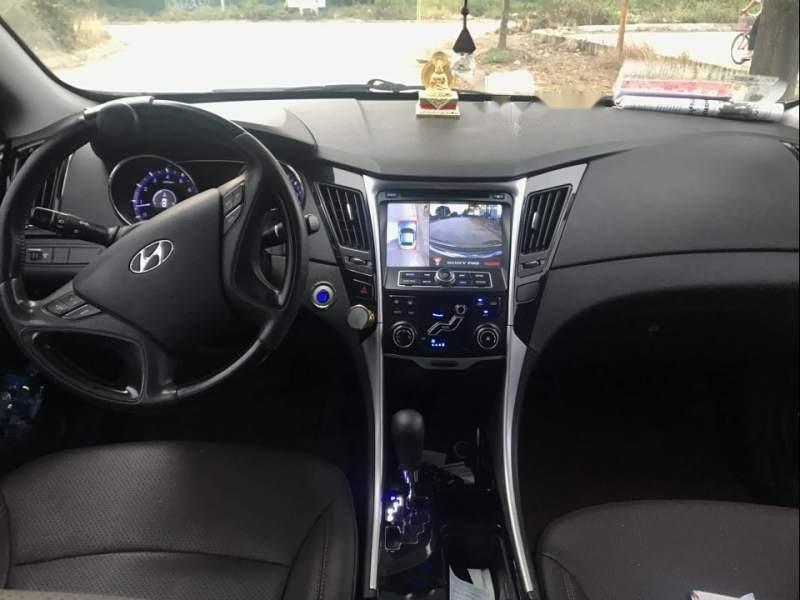 Cần bán xe Hyundai Sonata 2.0AT sản xuất năm 2011, màu đen, xe nhập-3
