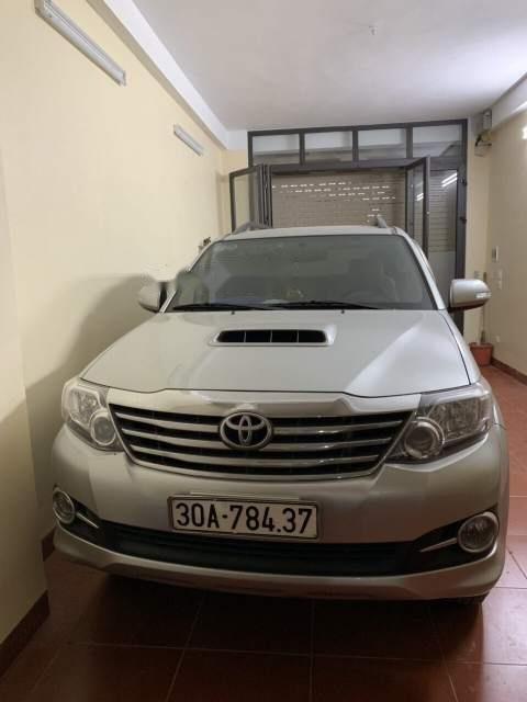 Bán Toyota Fortuner đời 2015, màu bạc xe gia đình, giá 820tr (2)