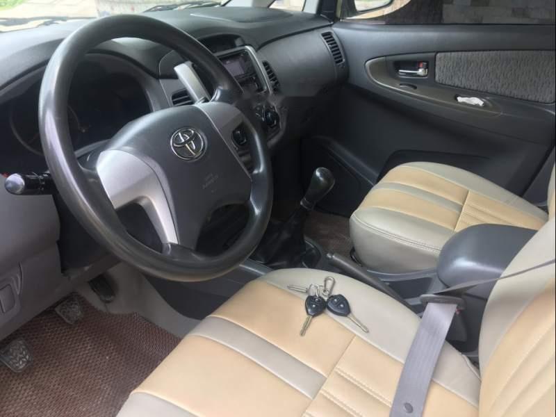 Bán Toyota Innova 2.0E đời 2014, màu bạc giá cạnh tranh-3