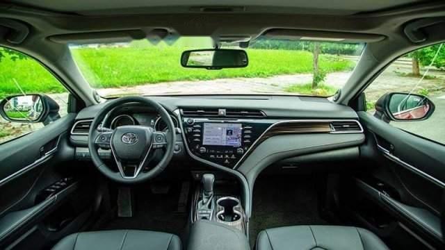 Bán Toyota Camry năm sản xuất 2019, màu đỏ, nhập khẩu-2