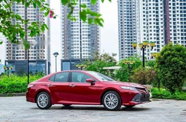 Bán Toyota Camry năm sản xuất 2019, màu đỏ, nhập khẩu-0