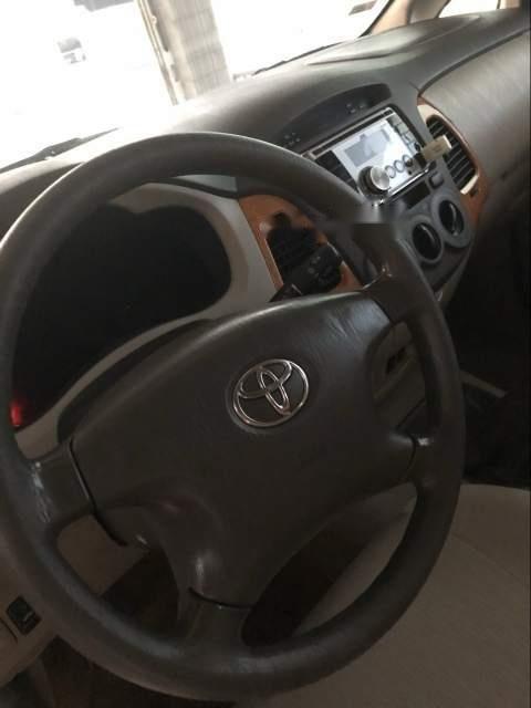 Bán Toyota Innova đời 2011, màu bạc-2